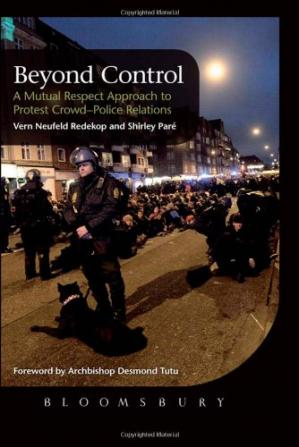 पुस्तक कवर Beyond Control: A Mutual Respect Approach to Protest Crowd-Police Relations