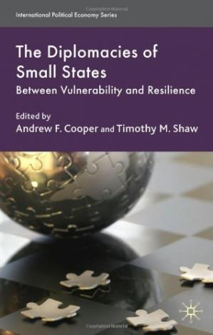 Copertina The Diplomacies of Small States: Between Vulnerability and Resilience