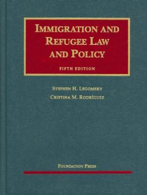 A capa do livro Immigration and Refugee Law and Policy, 5th (University Casebooks)