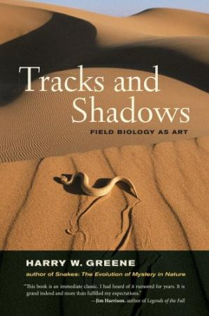A capa do livro Tracks and Shadows: Field Biology as Art