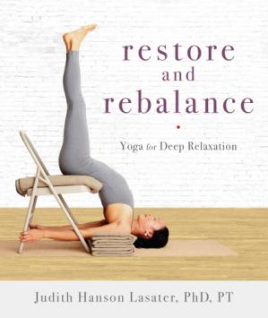 A capa do livro Restore and Rebalance Yoga for Deep Relaxation