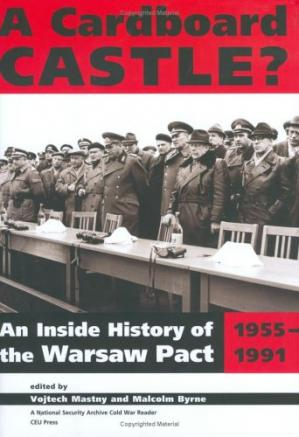 La couverture du livre Cardboard Castle?: An Inside History Of The Warsaw Pact, 1955-1991