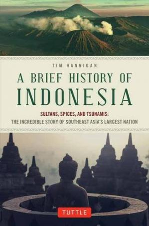 A capa do livro A brief history of Indonesia : sultans, spices, and tsunamis : the incredible story of Southeast Asia's largest nation