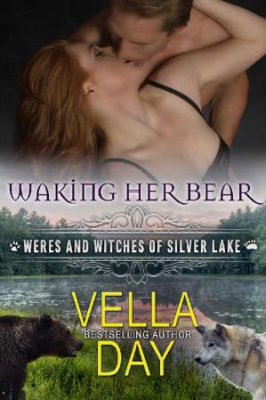 Обкладинка книги Waking Her Bear: A Hot Paranormal Fantasy with Witches, Werebears, and Werewolves