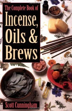 Portada del libro The Complete Book of Incense, Oils and Brews (Llewellyn's Practical Magick)